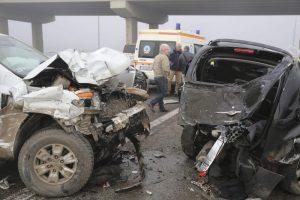 Összetört járművek az M5-ös autópálya fővárosi szakaszán (mti fotó). A baleset sérültjeinek sérelemdíj is járhat a biztosítótól.