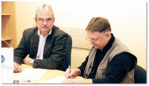 Megállapodást írt alá Sárai Tamás, az MKFE Biztosítási Alkusz Kft.-jének ügyvezető igazgatója és Vinkelman István, a székesfehérvári BÜSZI Kft. ügyvezető igazgatója.